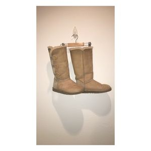 Authentic Creme Bailey Button Uggs